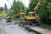 V těchto dnech je mimo provoz druhá kolej. Ta má být zprovozněna začátkem června. Kvůli tomu může docházet i k menším zpožděním vlaků, která by však neměla přesáhnout pět minut.