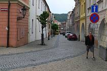 Radniční ulice a Masarykovo náměstí v Hranicích. Ilustrační foto