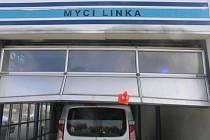 Řidič způsobil škodu ve výši 100 tisíc korun.