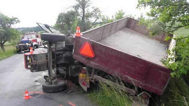 Škoda na traktoru i na přívěsu je 6 tisíc.
