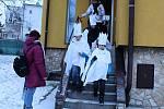 Tříkráloví koledníci vyrazili do hranických ulic