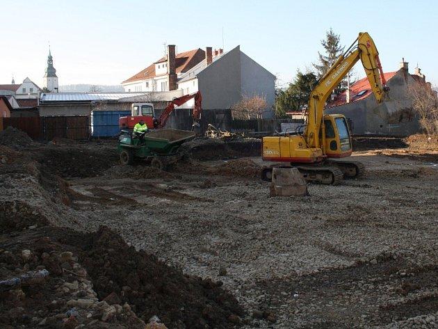 Stavba hřiště u ZŠ 1. máje v Hranicích