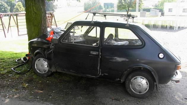 Šofér sjel z vozovky z dosud nezjištěných příčin.