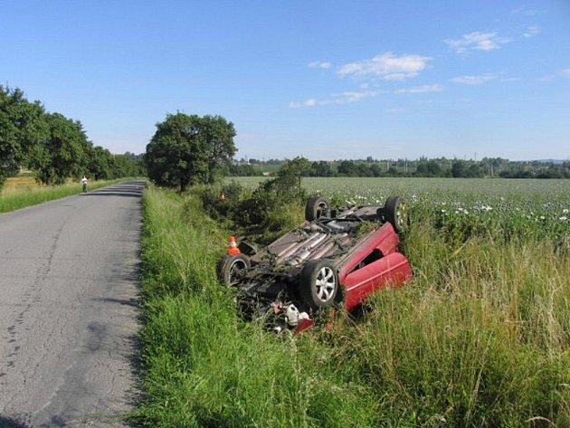 Řidič vyvázl z nehody bez vážnějších zdravotních následků.