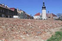 Továrna rušila památkové centrum v Potšátě. Zůstala po ní jen prázdná plocha.