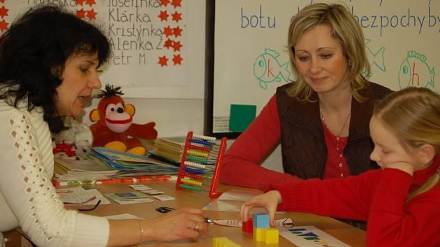 Zápis dětí do prvních tříd probíhá formou přátelského setkání učitelky s budoucím žákem.
