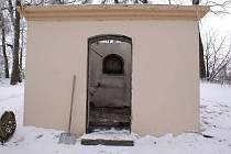 Vyhořelá kaplička v Boškově