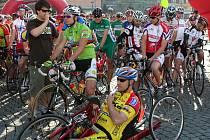 Mamut Tour–Bike pojede opět i Jiří Ježek (vedle moderátora), paraolympijský vítěz z Athén a Pekingu, mistr světa, Evropy a držitel mnoha prestižních titulů.