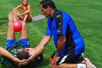 Kondiční trenér Michal Lehnert dal do těla i sportovnímu řediteli VK Petrovi Gogovi.