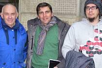 Rakušan Alexander Zerkowitz (uprostřed) se snaží zjistit co nejvíce informací o svých předcích. Proto zavítal také do Hranic.