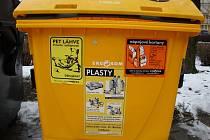 V Hranicích zrušili oranžové kontejnery na nápojové kartony, ty se nyní nově třídí do žlutých kontejnerů, kam se dávají i pet lahve.
