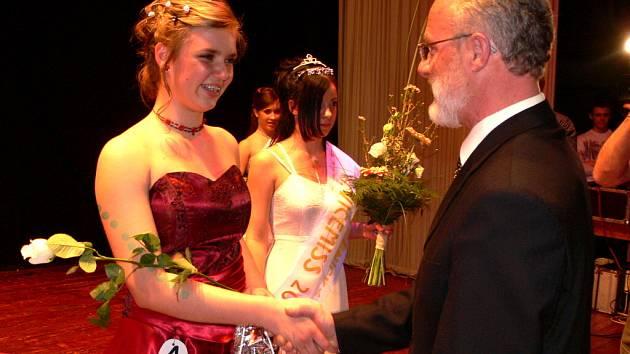 Dívce roku 2007 předával cenu hranický starosta Miroslav Wildner.
