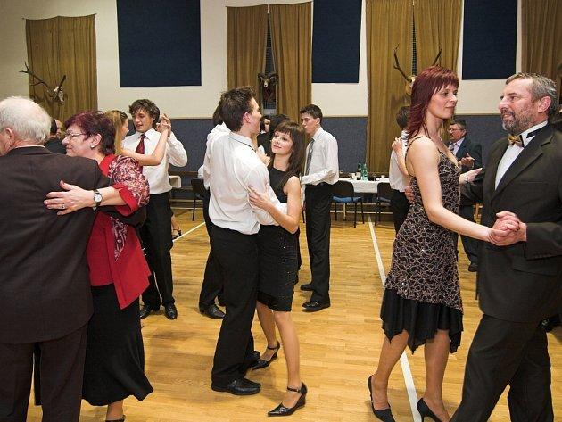 Myslivecké sdružení Mezihoří Jezernice si užívalo na tradičním Mysliveckém plese. Nechyběly ani speciality z myslivecké kuchyně.