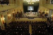 Stovky Přerovanů se rozloučily se svým rodákem – zpěvákem Pavlem Novákem. Ve smuteční obřadní síň se proměnil ve středu 18. února odpoledne koncertní sál Městského domu v Přerově.