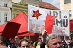 Odpůrci prezidenta Zemana na náměstí v Hranicích