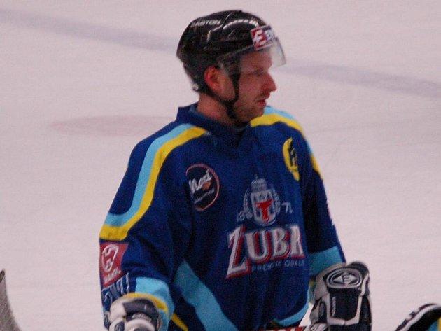 Útočník Pavel Hanák se proti Frýdku-Místku prosadil hned dvakrát a přispěl k vítězství Zubrů v poměru 5:3.