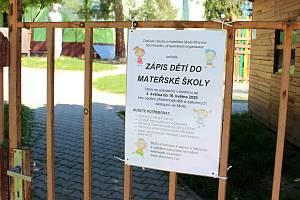 Všechny informace týkající se zápisu do mateřských škol jsou vyvěšené u vstupu všech mateřinek.
