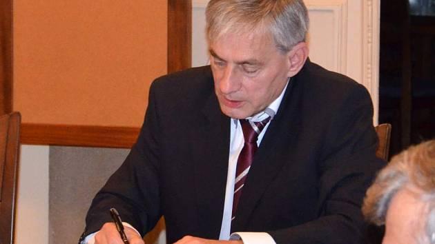 Vladimír Juračka. Zástupci nových koaličních stran v Hranicích se v půlce října dohodli na smlouvě o spolupráci.