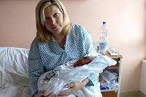 Adam Dvořák s maminkou Hanou z Čelechovic na Hané. Narodil se 29. 1. 2008 s mírami 47 cm a 3,10 kg.