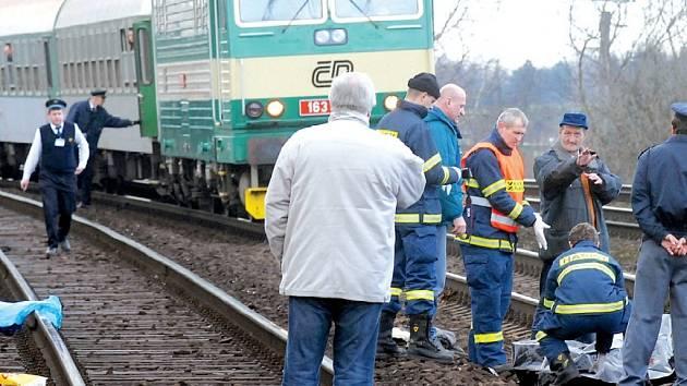Dva bezdomovci si letos v březnu v Přerově krátili cestu se sběrem přes koleje – oba po srážce s vlakem zemřeli.