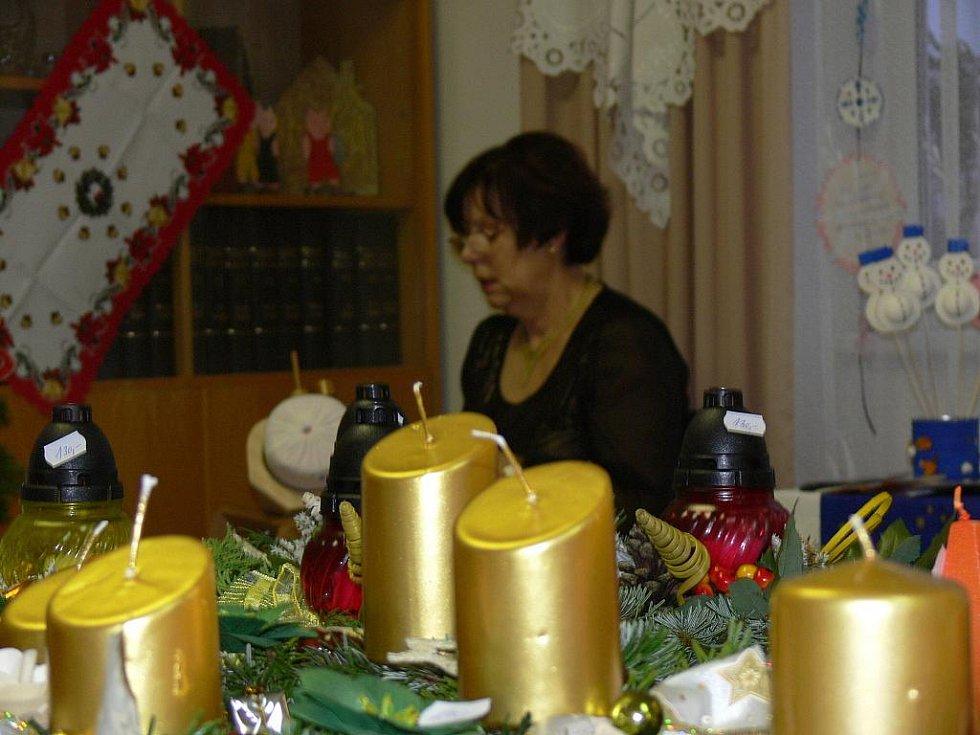 Prostory Obecního úřadu zaplnily vánoční výrobky.