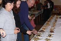 O nejlepší koláč a slivovici soutěžili lidé v sobotu ve Špičkách.
