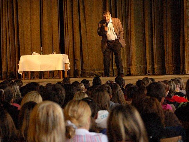 Přednášku známého českého sexuologa Radima Uzla si mohli vyslechnout studenti přerovských středních škol.