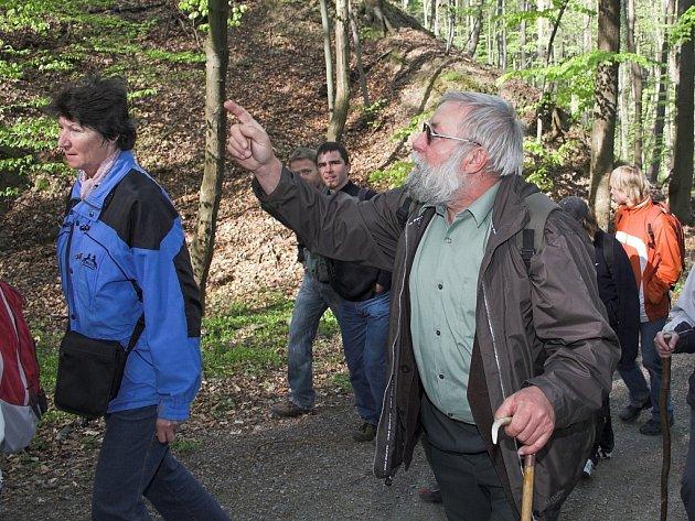 Procházku lesem provázel odborný výklad.