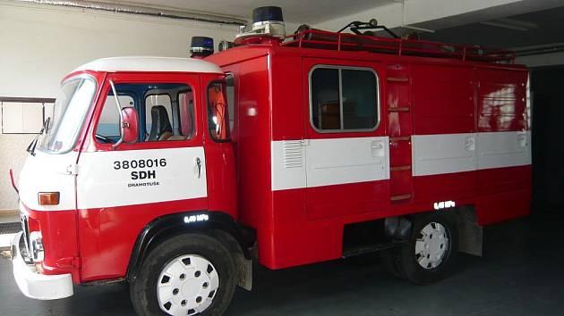 Sbor dobrovolných hasičů v Drahotuších se pyšní nejstarším ale nejhezčím autem v regionu.