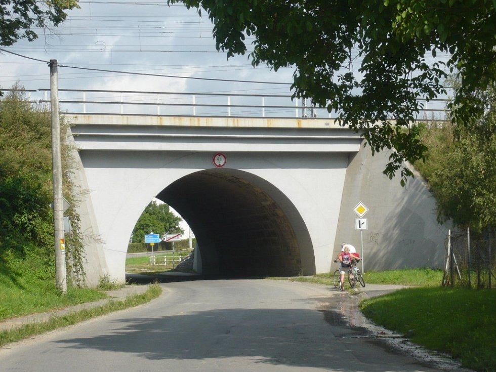 Podjezd pod železniční trati v Drahotuších.