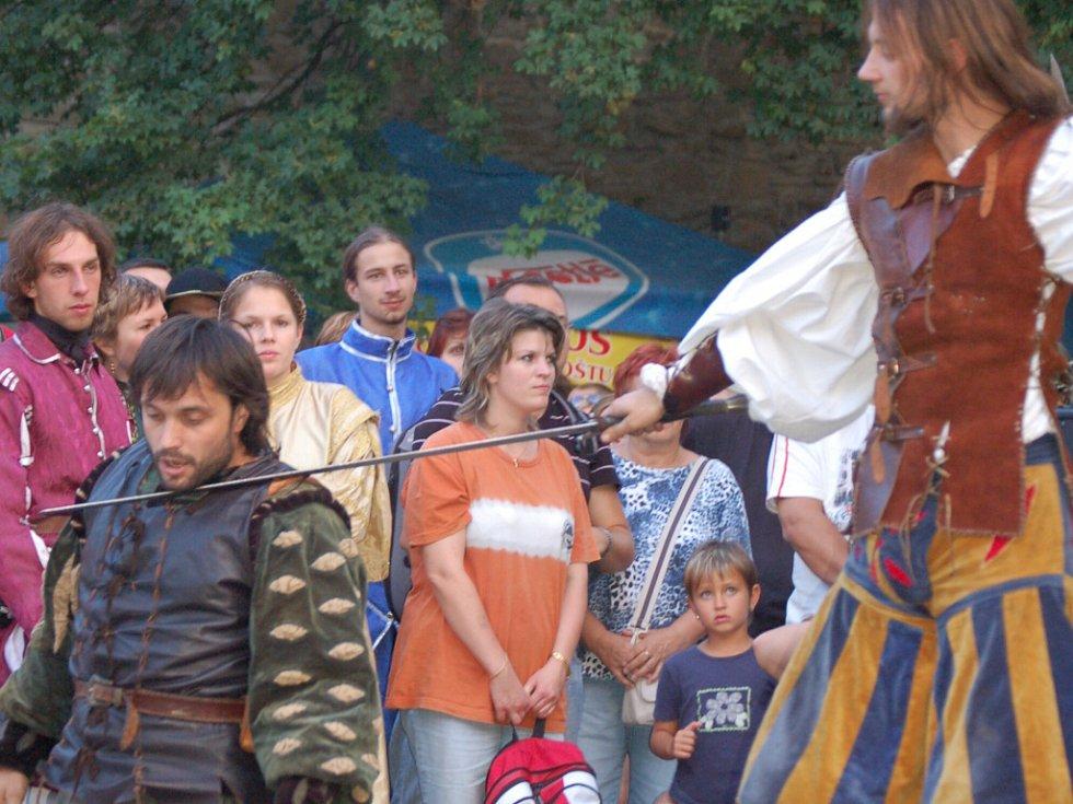 Návštěvníci hradu mohli v programu zhlédnout i šermířská klání.
