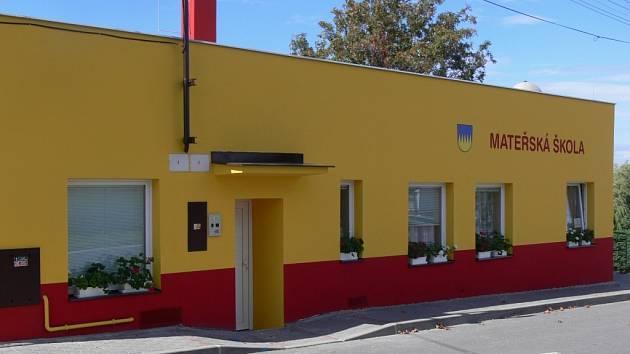 Oprava školky ve Špičkách je u konce. Budova už má nový kabát