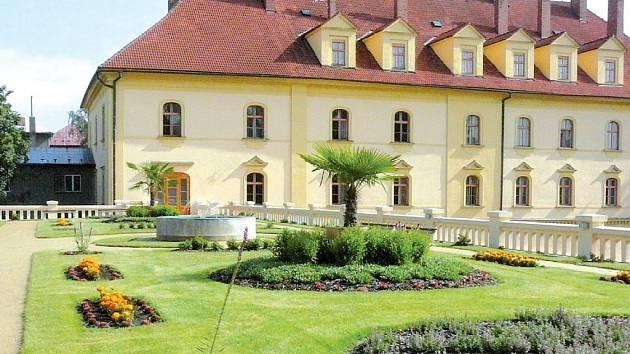 Zahradana západním hospodářském křídle zámku v Lipníku nad Bečvou.