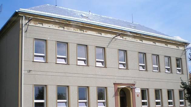 S přispěním Zlínského kraje nechalo vedení Pačlavic vyměnit okna a střechu na mateřské škole v Pornicích.