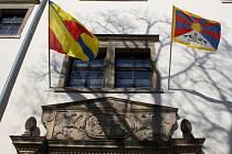 Tibetská vlajka na hranickém zámku