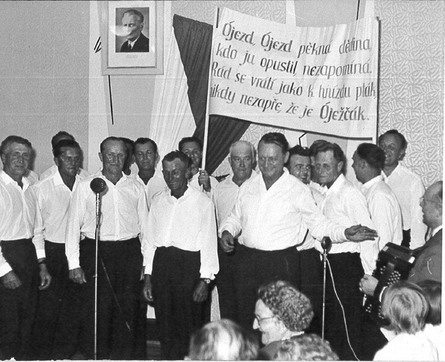 Horní Újezd - sjezd rodáků asi v roce 1966.