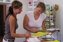 Pro návštěvníky informačního centra v Hranicích je připravena řada tištěných materiálů.