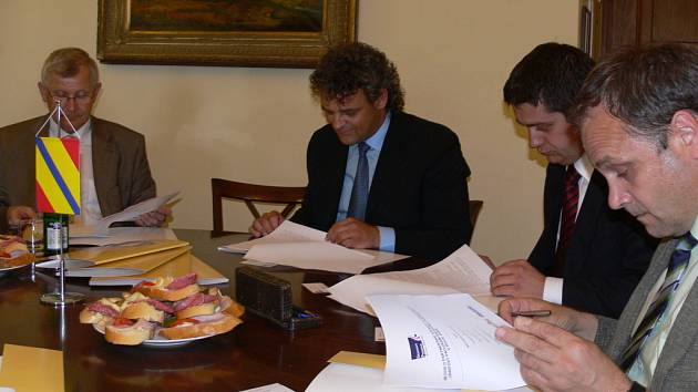 Zástupci firem z Hranicka v pondělí 9. června potvrdili účast na grantovém programu.
