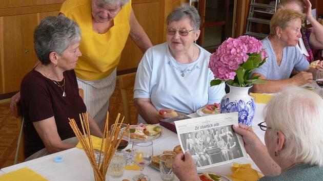 Po šedesáti letech se v Hranicích setkaly absolventky Střední odborné školy pro ženská povolání Charlotty Masarykové.