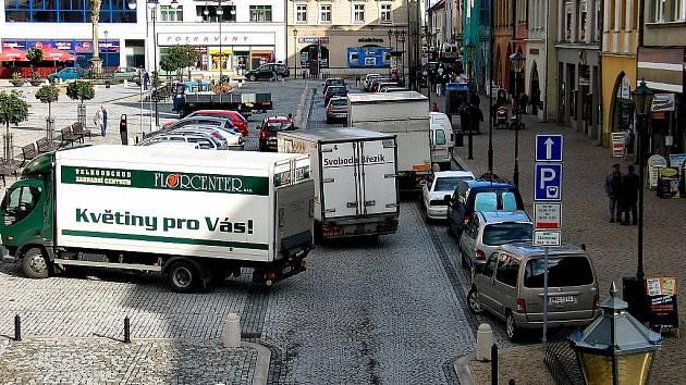 Jako na dálnici to velmi často vypadá na hranickém Masarykově náměstí