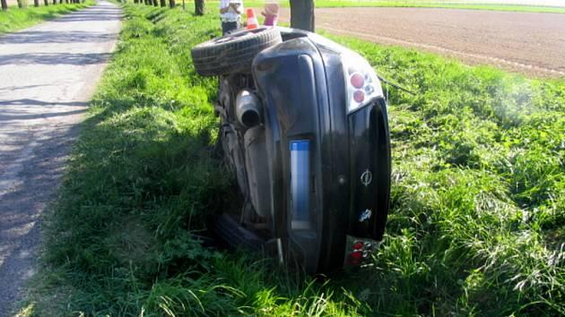 Mladík usedl za volant vozidla Opel, přestože nevlastní řidičský průkaz.