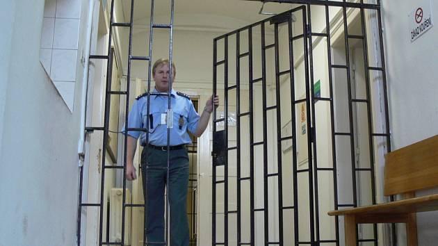 S nedostatkem policistů se potýká také obvodní oddělení policie v Hranicích.