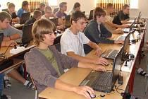 Novou učebnu, vybavenou třemi desítkami notebooků, uvedli v úterý dopoledne slavnostně do provozu na Střední průmyslové škole v Přerově.