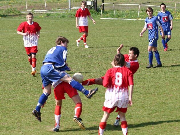 Fotbalisté SK Hranice rozhodli o svém vítězství již v první půli, kdy se trefili Modelský s Dohnalem.