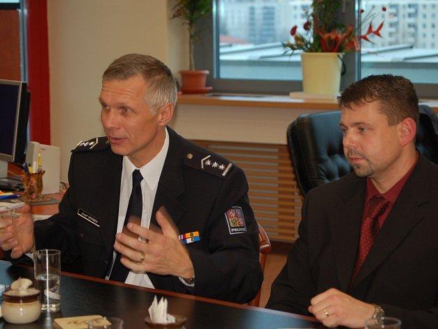 Dva budoucí vedoucí policie Josef Drábek a Libor Šamšula.