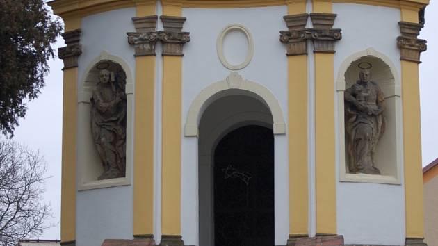 Kaple v Kokorách je pro obec kulturním klenotem.