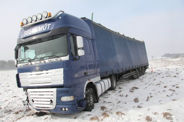 Nehoda kamionu mezi Miloticemi a Hranicemi