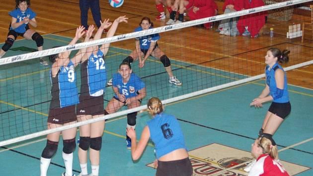 Volejbalistky B–týmu si doma poradily i se Slavií Plzeň. Tentokrát vyhrály 3:1.