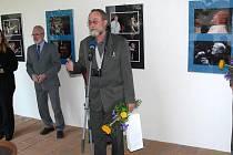 Vernisáž fotografií k Jazzovým dnům v galerii na zámku v Hranicích