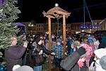 Ve čtvrtek 1. prosince Hranice rozsvítily vánoční strom na Masarykově náměstí. Slavnostní akci, která se nesla ve stylu Franze Josefa, si nenechaly ujít stovky lidí.